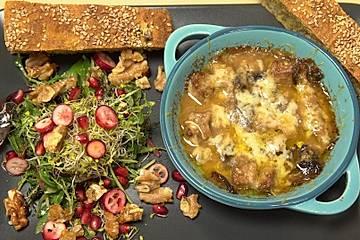 Ragout fin mit wildem Salat und Süßkartoffel-Maronen-Brot