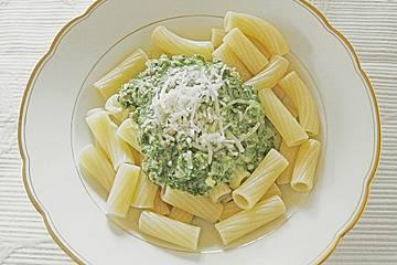 Spaghetti mit grüner Bolognese