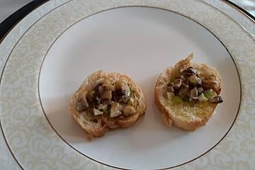 Bruschetta mit Pilzen und Parmesan