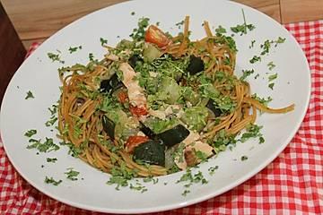 Pasta mit Lachs-Zucchini-Sauce