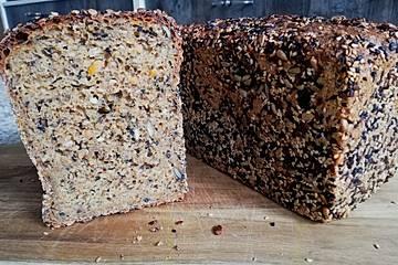 Möhren-Dinkel-Joghurt-Brot