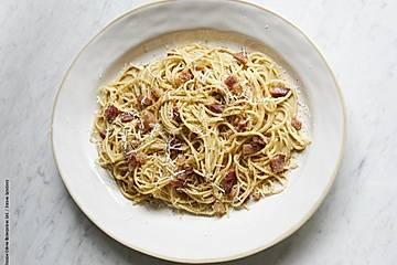 Einfache Carbonara - Mit Speck, Eiern und Parmesan