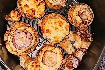 Überbackene Champignons mit Feta und Knoblauch gefüllt