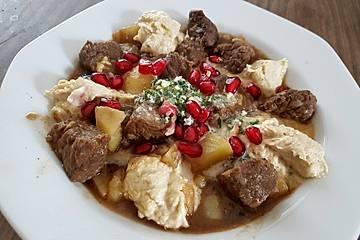 Hummus Kawarma mit Zitronen-Petersilien-Sauce