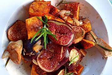 Würziger Kürbis mit Rosmarin aus dem Ofen mit glasiertem Honig-Poulet und frischen Feigen