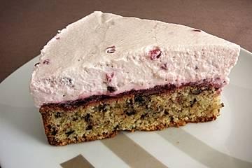 Preiselbeer-Torte mit Mandelboden