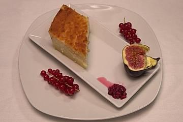Orientalischer Grießkuchen mit Cremefüllung