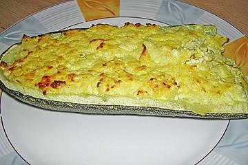 Gefüllte Zucchini mit Feta und Chili