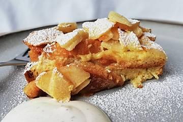 Torta cremosa con panettone e mele