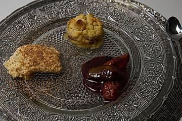 Zimtcreme, frische Feigen in Portwein mit Vanille und einem Apfel-gebrannte Mandeln-Crumble