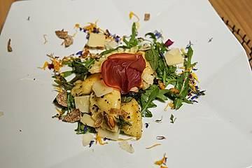 Lavastein verfeinerte Trüffelravioli in Salbeijus mit Parmesan und Bresaola-Rose