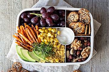 Buddha Bowl Lunchbox mit PausenCrackern
