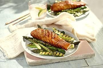 Glasierter Lachs vom Grill mit Chili und Knoblauch