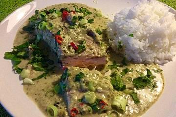 Lachsfilet im Backofen mit Thai-Greencurry-Soße