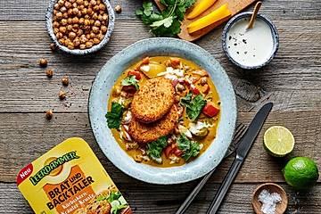 Einfaches Paprika-Curry mit gebackenen Käsetalern