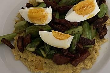 Polenta mit grünem Spargel und Chorizo