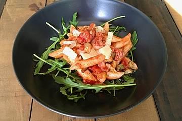 Penne Salsiccia mit Zucchini und Rucola