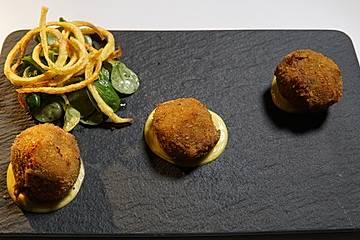 Gebakken rundvlees en kaas - Bitterballen mit Rindfleisch und Käse