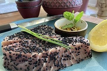 Thunfischsteaks in der Schwarzkümmelhülle