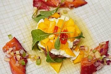 Graved Rote Bete-Lachs und Avocado-Mozzarella-Salat mit Mango und Thunfisch-Tatar