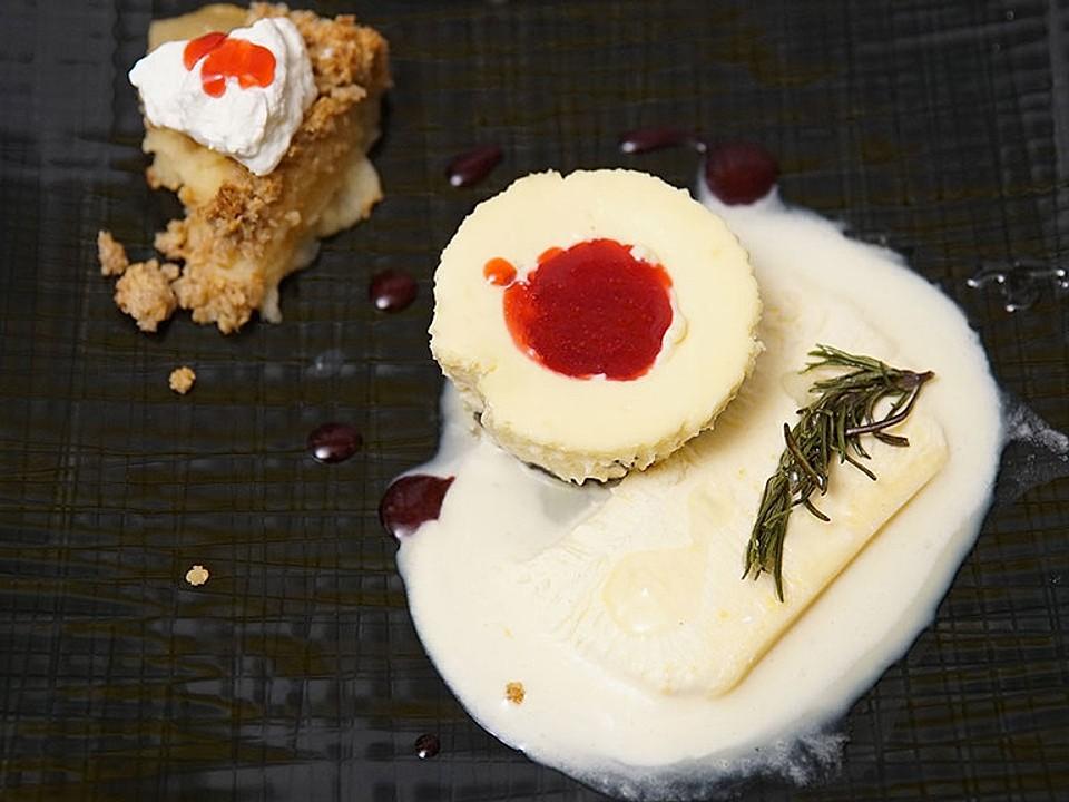 Cheesecake Muffins mit Keksboden, Honig-Rosmarin-Parfait und Äppelkaka