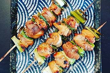 Yakitori - japanische traditionelle Hähnchenspieße