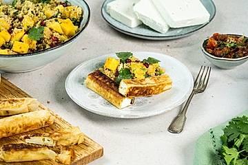 Gegrillte Feta-Filo-Sticks mit Tomatensalsa und Couscous-Salat
