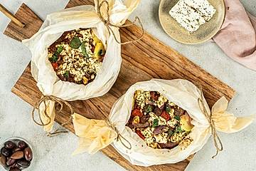 Mediterraner Kräuter-Schafkäse mit Oliven, Kartoffeln und getrockneten Tomaten