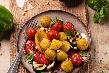 Pesto Mini-Knödel mit Grillgemüse