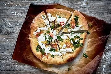 Burrata-Sardellen-Pizza