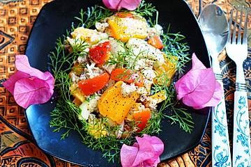 Exotischer gemischter Salat mit Thunfisch und Mango