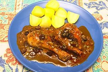 Geschmorte Hähnchenkeule mit Oliven und Kapern