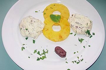 Ananas - Carpaccio mit Bounty - Sahne