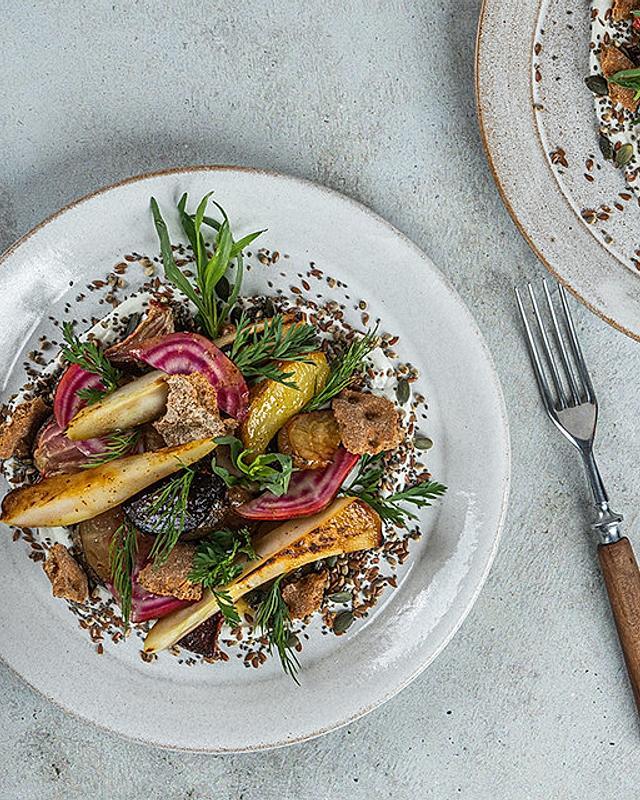 Bunte Bete Salat mit Quark, Kernen und Saaten