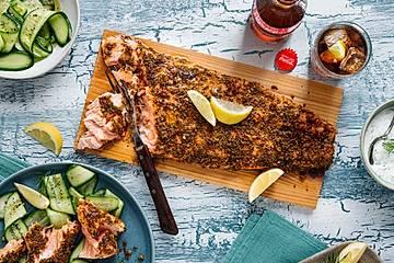 Kräuter-Gewürz-Lachs von der Holzplanke