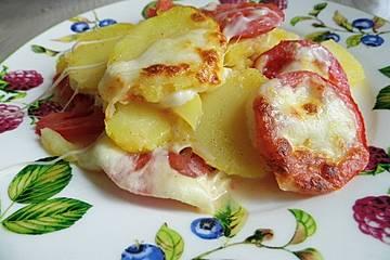 Gratinierte Kartoffeln mit Tomaten und Mozzarella