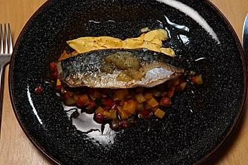 Makrele auf Ratatouille mit Parmesancreme und einem Rosmarin-Zitronen-Kompott