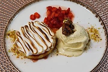 Tonkabohnen-Eis, Vanilletarte und marinierte Rhabarber-Erdbeeren