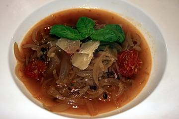 Zwiebelsuppe aus Norditalien