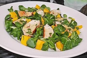 Feldsalat mit Mango und Hähnchenbrust
