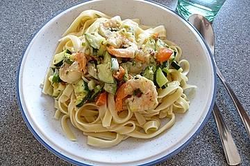 Pasta mit Zucchini-Shrimps-Sauce