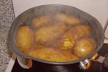 Kartoffeln mit drei Dips