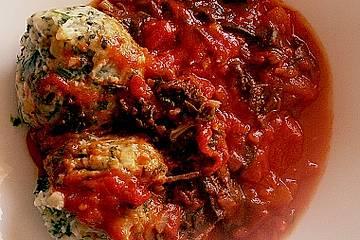 Spinat - Knödel auf Tomatensoße