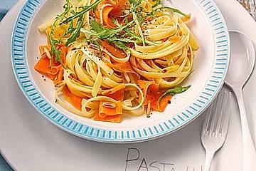 Schnelle Pasta mit Karotten, Ingwer und Pinienkernen