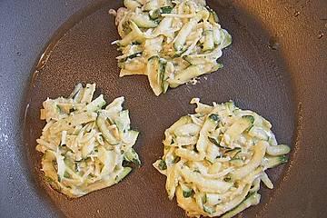 Zucchinipufferchen mit Käse