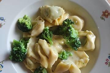 Tortellini ai broccoli