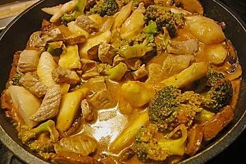Gelbes Curry mit Pfirsichen