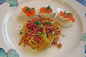 Kartoffelstroh mit Sour Cream und Kaviar