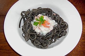 Schwarze Spaghetti mit Meerrettich