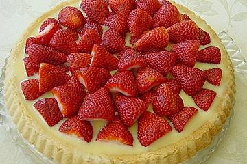 Weißer Schokokuchen mit Erdbeeren